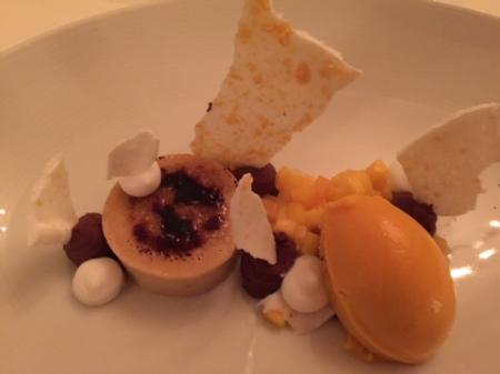 Crema Catalana mit Mango, Nougar und Kokos.
