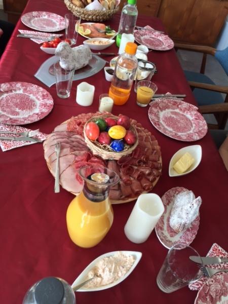 Das gemeinsame Osterfrühstück in meiner Familie hat Tradition.
