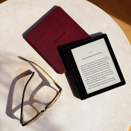 Der Amazon Kindle Oasis liegt super in der Hand.