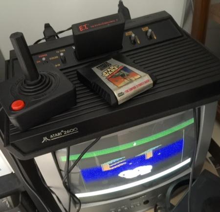 Atari 2600 als Darth Vader-Edition in meinem Arbeitszimmer.