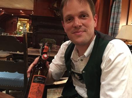 Armin Gross vom Hotel Prinz Luitpold Bad zeigt mir den roten Bock Heinrich dem Kempter.