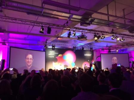 Held oder Verbrecher? Eduard Snowden live in Berlin.