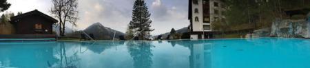 Blick vom Pool auf die Berge - großartig.