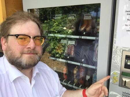 Maisach hat jetzt seinen ersten Fleisch- und Wurstautomaten vom Hofladen Widmann aus Fußberg.