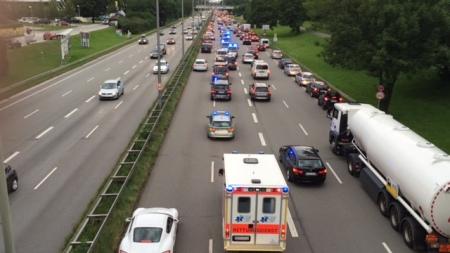 Der Mittlere Ring war voller Polizei, die Richtung OEZ fuhr.