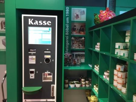 Ein Kassenautomat in der Metzgerei Böbel in Rittersbach.