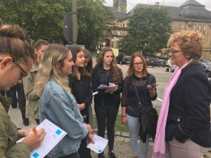 Monika Hohlmeier im Gespräch mit meinen Schülerzeitungsredakteuren.