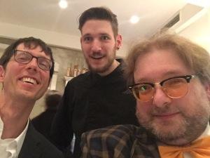 Toller Typ und hervorragender Küchenchef: Steffen Szabo - hier mit Thomas Gerlach und Matthias J. Lange von redaktion42.