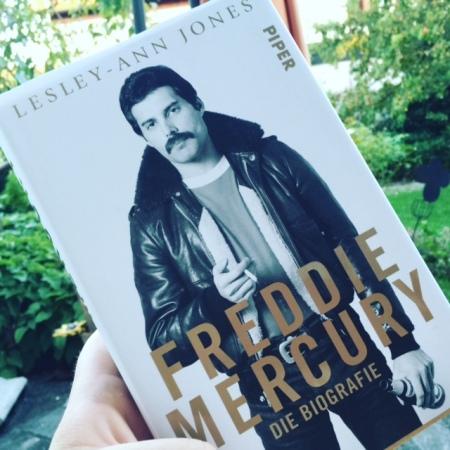 Eine lesenswerte Biografie über Freddie Mercury von Lesley-Ann Jones aus dem Piper Verlag