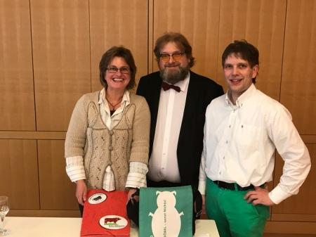Erika Sauer (l) und Claus Böbel (r) mit mir.