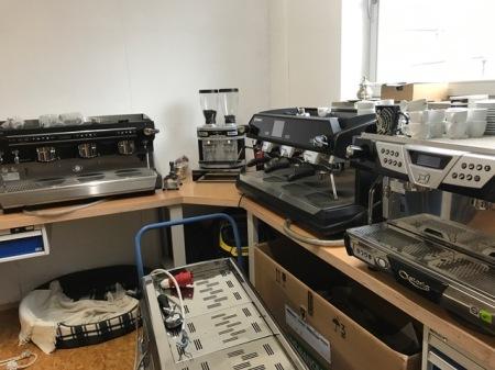 Bei den Profi-Maschinen bei Karl Schapperer von Münchner Kaffeemensch kam ich mir gut aufgehoben vor.