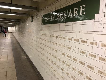Am Bahnhof Union Square erinnert eine Installation an den 11. September.