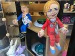 Trump und Clinton als Hundespielzeug.