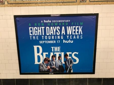 Werbung zur Beatles-Doku in der U-Bahn.