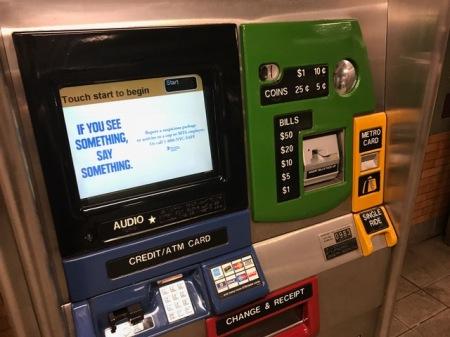 Metrocard am Automaten ziehen.