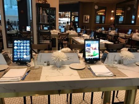 Jeder Tisch in den Restaurants war mit einem iPad ausgestattet und dort ließ sich wunderbar Essen bestellen.