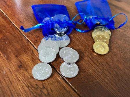 Bei der Abreise aus Bad Hindelang bekomme ich Gold- und Silbermünzen.