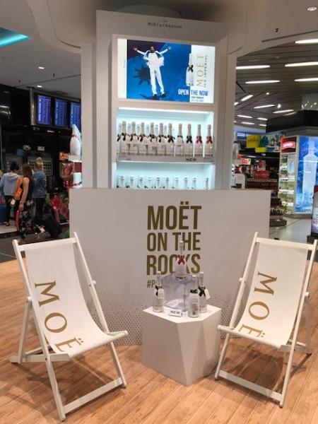 Der Stand von Moët on the Rocks am Flughafen Mallorca erregte mein Interesse.