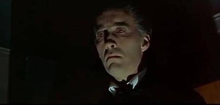 Da beißt er wieder: Christopher Lee als Dracula in Blut für Dracula.