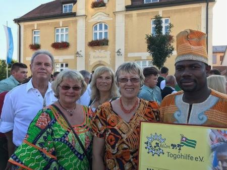 Die Togohilfe Maisach nahm am Festumzug zur Maisacher Festwoche teil.