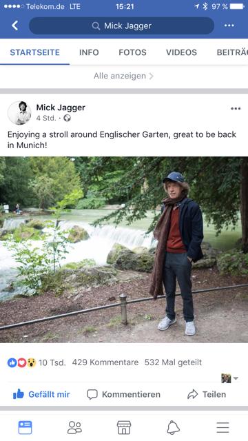 Mick Jagger flaniert durch den englischen Garten in München.