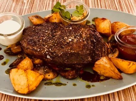 Steak, blutig, wie es sich gehört.
