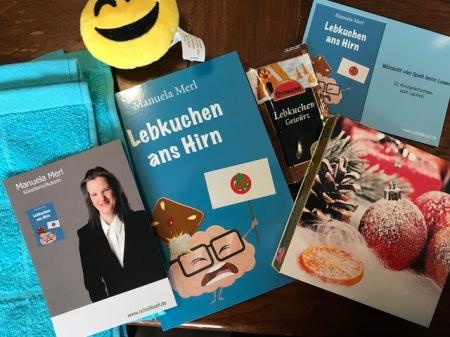 """Danke an Manuela Merl für das nette Paket mit Lachsack und Buch """"Lebkuchen ans Hirn""""."""