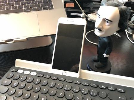 Nette Idee, aber den Ständer für das iPhone brauche ich nicht.