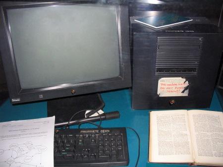 Der Cube mit dem WWW. Foto: Coolcaesar at en.wikipedia