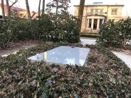 Neben Wagner liegt auch Russ begraben.