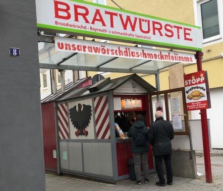 Wenn ich in Bayreuth bin, muss ich zum Bratwursthäuschen.