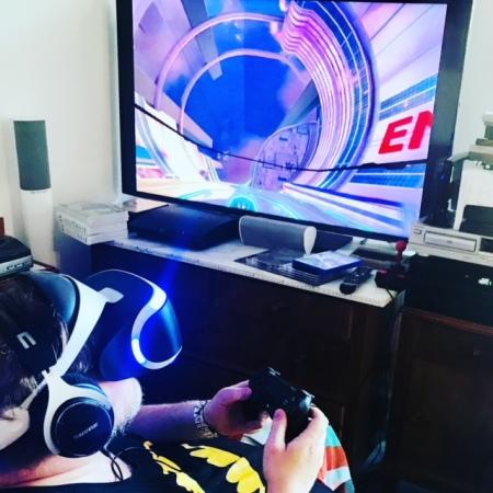 Videospiele - hier ein VR-Spiel - sind Teil meiner Freizeitbeschäftigung.
