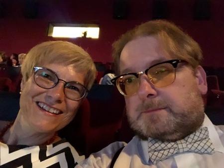 Meine Gattin und ich im Scala in Fürstenfeldbruck und lauschen Wagner.