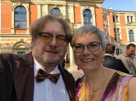 Ausdrücklich danke ich meiner Frau, dass sie mich tapfer zu Wagner begleitet.
