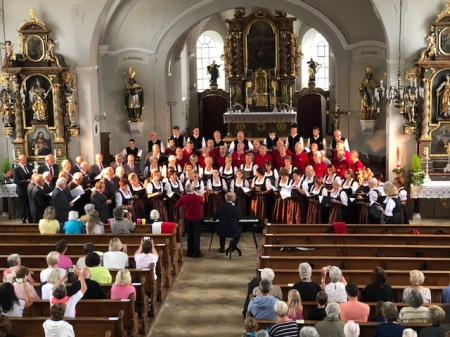 Die drei Chöre singen zusammen die Europahymne - ein wunderbares Zeichen.