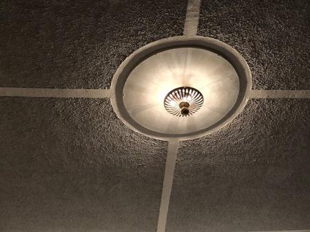 Die Lampe hing schon damals.