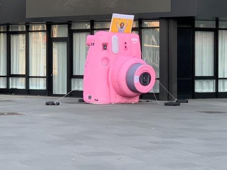 Vielleicht eine große Sofortbildkamera zum Fest?