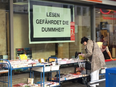 Lesen gefährdet die Dummheit.