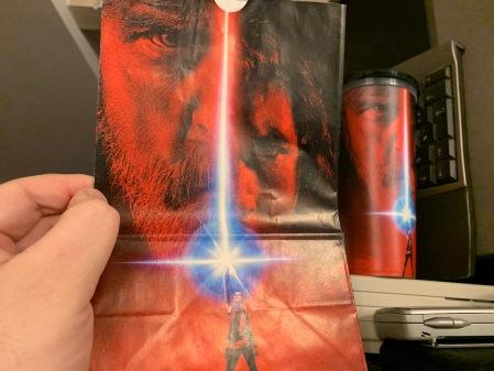 Popcorn Tüte zu Star Wars - der letze Jedi. Das Popcorn war das Beste an dem Film.