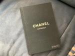 DAS Buch über die Kollektionen von Karl Lagerfeld bei Chanel.