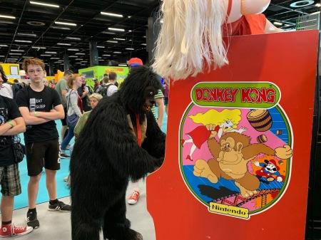 King Kong spielt Donkey Kong.