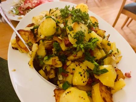 Wer will den Salzkartoffeln, wenn er solche Bratkartoffeln haben kann.