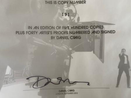 Hier mein Autogramm von Daniel Craig von Taschen.