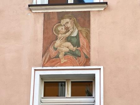Maria hilf über der Passauerer Bäckerei Riederer