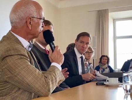 Keine Bedrohung verspürt Regierungspräsident Rainer Haselbeck.