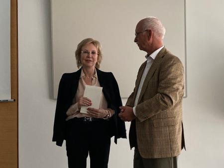 Angelika Diekmann mit dem Vorsitzenden des Münchner PresseClubs Peter Schmalz.