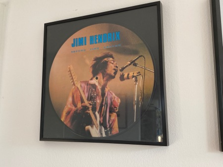 Noch heute hängt meine erste Hendrix an der Wand.